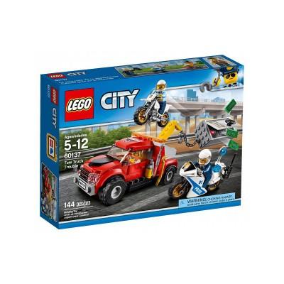 LEGO City Bajba került vontató 60137