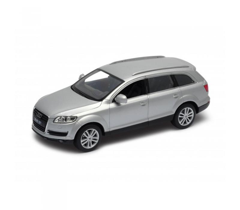 Welly Audi Q7 ezüst kisautó, 1:24